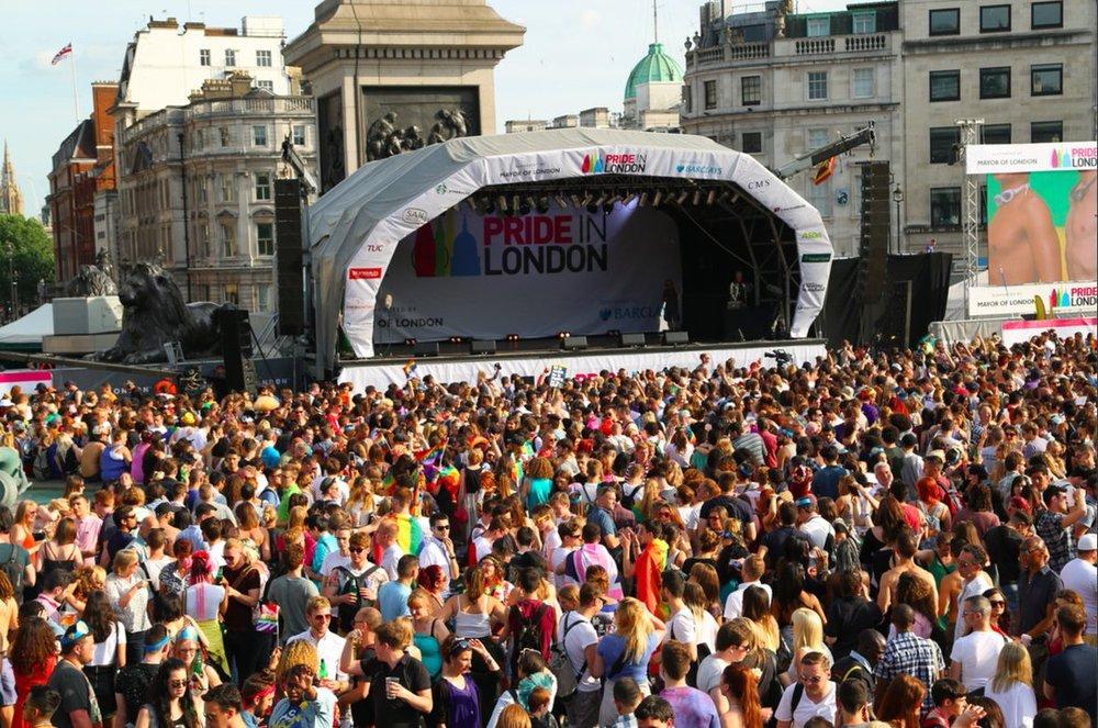 ロンドンプライドパレードのライブ
