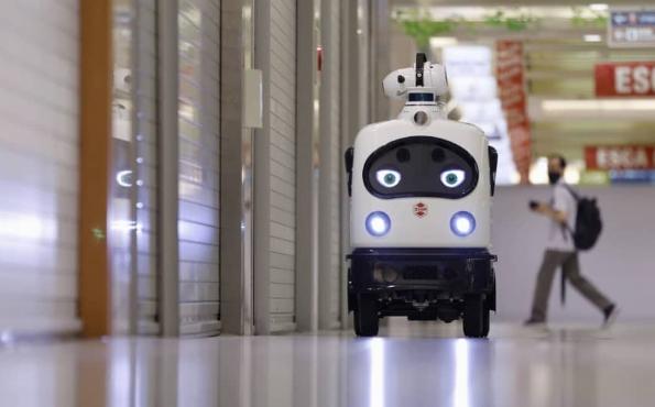 Robots and food delivery in Japan