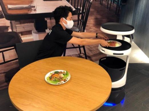 AI restaurant robots in Japan